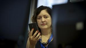 Cristina Miguel,profesora titular de la Universidad Leeds Beckett experta en cultura digital, en la redacción de EL PERIÓDICO.