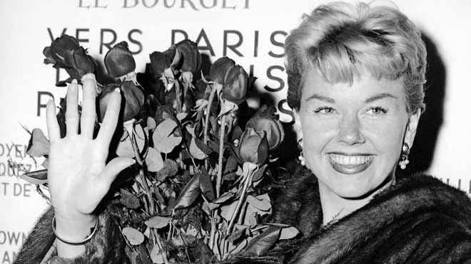 Doris Day interpretando Qué será, será, en la película El hombre que sabía demasiado.