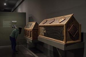 Dos de las preciadas cajas sepulcrales de Sijena custodiadas por el Museu de Lleida.