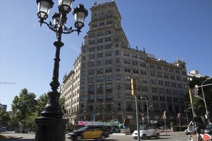 Edificio Generali, en la esquina del paseo de Gràcia con la Gran Via de les Corts Catalanes.