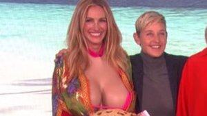 La presentadora Ellen DeGeneres posa con Julia Roberts.