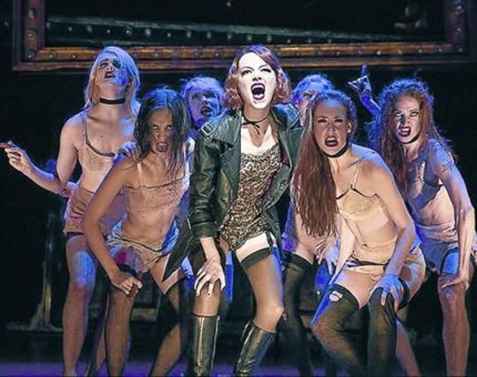 Emma Stone (centro), en la representación de 'Cabaret' en Studio 54.