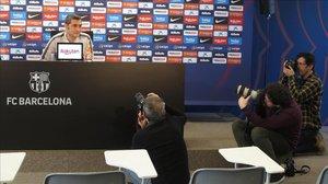 Ernesto Valverde, hoy, ante varios fotógrafos en la sala de prensa de la Joan Gamper.