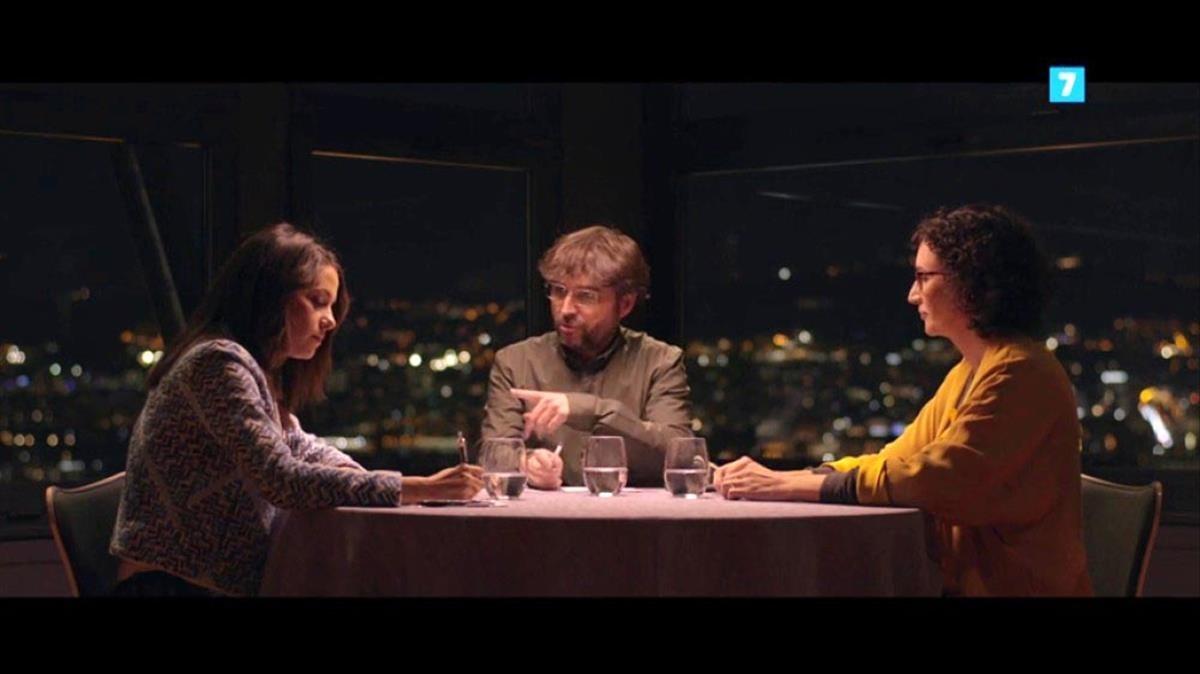 Jordi Évole, entreInés Arrimadas y Marta Rovira.