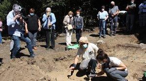 Exhumación de los restos humanos hallados en la fosa de Sorpe, en Alt Àneu.