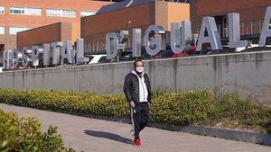 Exterior del hospital de Igualada, este mediodía.