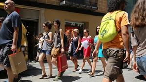Els barcelonins compren menys al centre