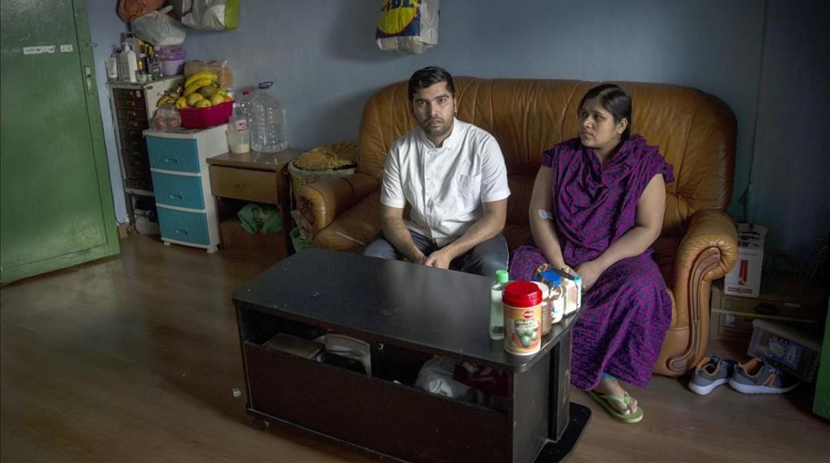 Ahmed y Rita, los últimos vecinos del13 de la calle de Lancaster, el pasado mes demarzo.