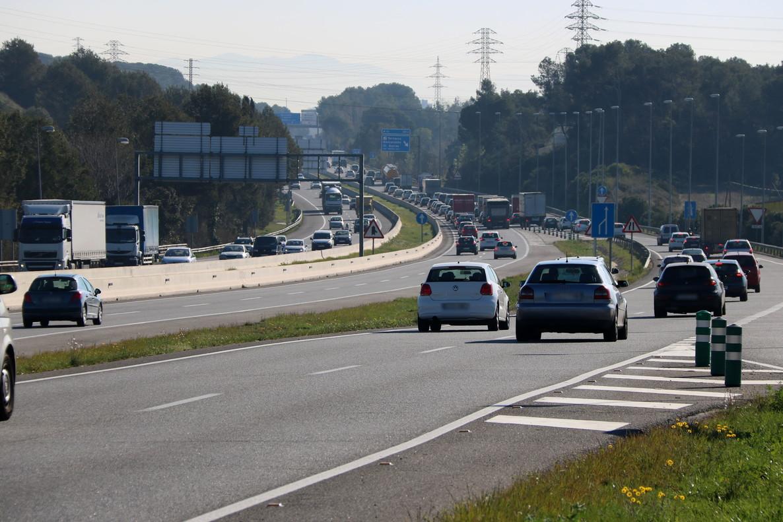 Un mort i cinc ferits en un xoc frontal a la C-58 a Sabadell