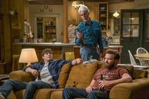 Ashton Kutcher, Sam Elliot yDanny Masterson, en la comedia de Netfix The Ranch.