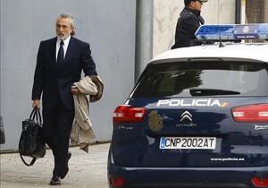 Francisco Correa llega a las instalaciones donde se juzga elcaso Gürtel.