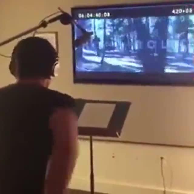 Vídeo de Hugh Jackman doblant-se en el seu paper de James Logan en una escena de lúltima pel·lícula de la saga X-Men.