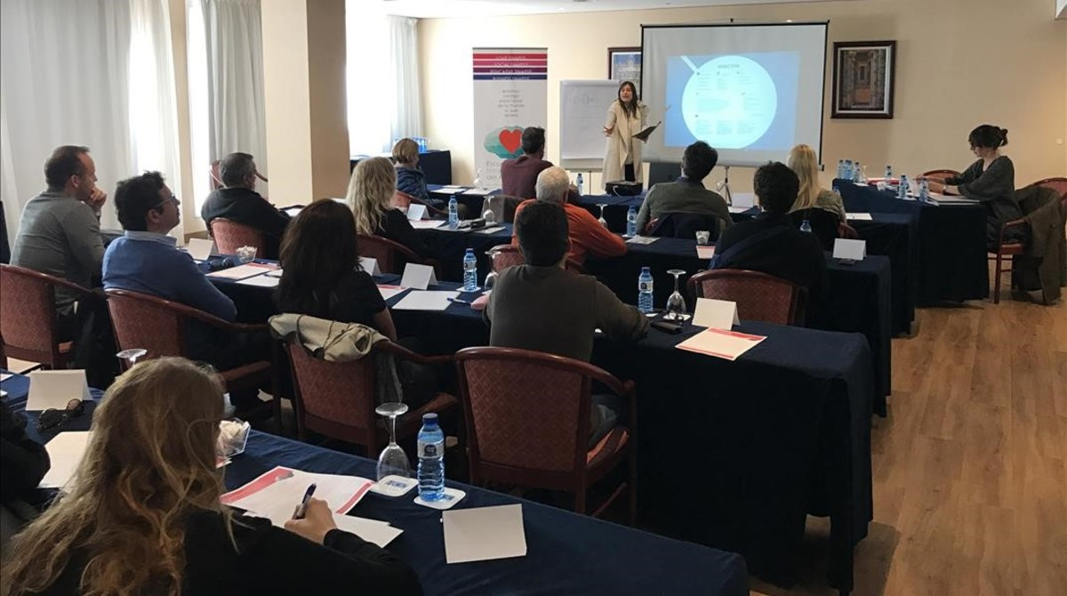 Imagen del primer seminario que organizó la escuela en Barcelona. Preparan nuevos para junio.