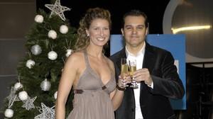 Anne Igartiburu y Ramón García, pareja de presentadores de la Campanadas de TVE en el 2006.