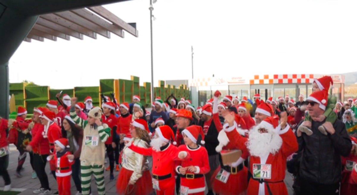 Imagen de la 3a Carrera de Papás y Mamás Noel, el pasado domingo en Viladecans