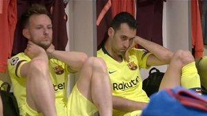 Ivan Rakitic y Sergio Busquets, destrozados, en una de las imágenes más duras de la primera entrega de 'Matchday'.