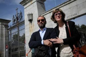 Nets de republicans i nacionals recorden els seus avantpassats a les portes del Valle de los Caídos