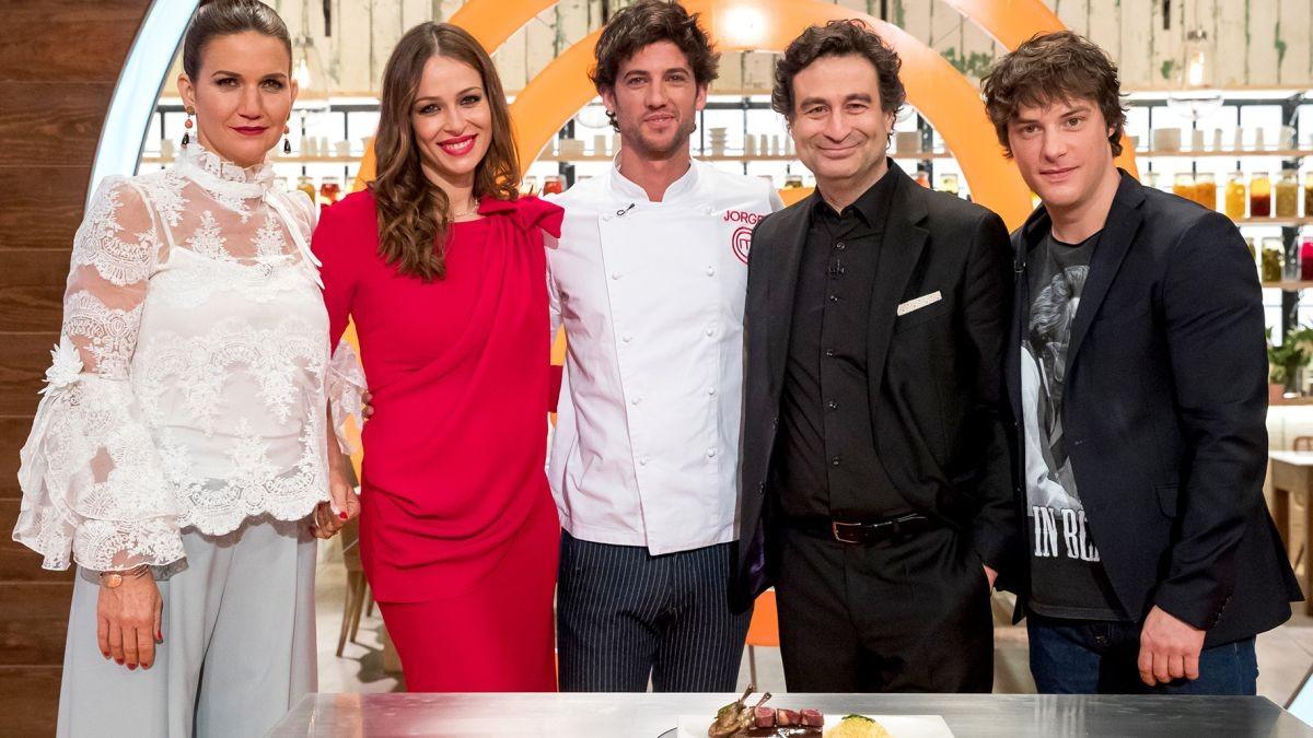 El jurado junto con Jorge Brazalez, el ganador de Masterchef 5 (TVE-1).