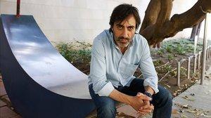 Juan del Val posa en una calle de Barcelona, el pasado jueves.