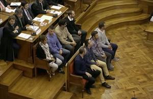 Los agentes acusados de la muerte de Benítez, este lunes, durante el juicio.