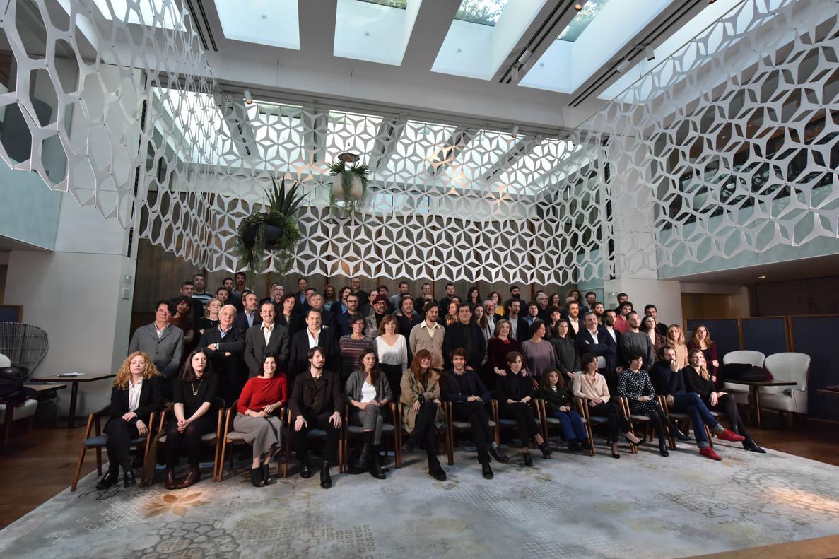 Foto de familia de los nominados a los X Premios Gaudí