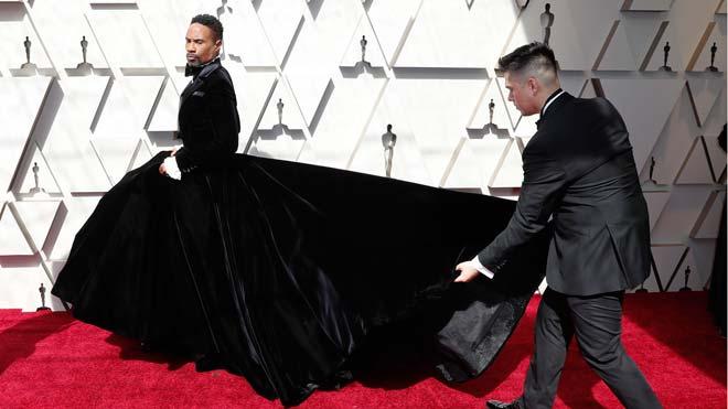 Los hombres sorprenden con sus estilismos en la gala de los Oscar. En la foto, Billy Porter a su llegada a la gala.