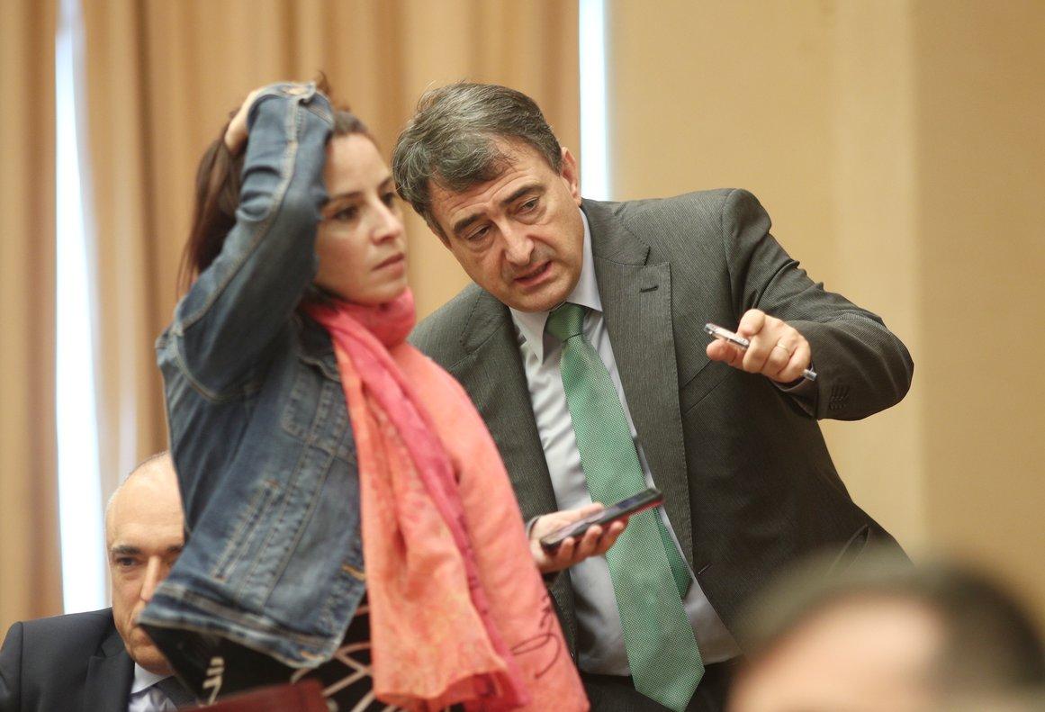 Los portavoces del PSOE y PNV en el Congreso de los Diputados, Adriana Lastra y Aitor Esteban.