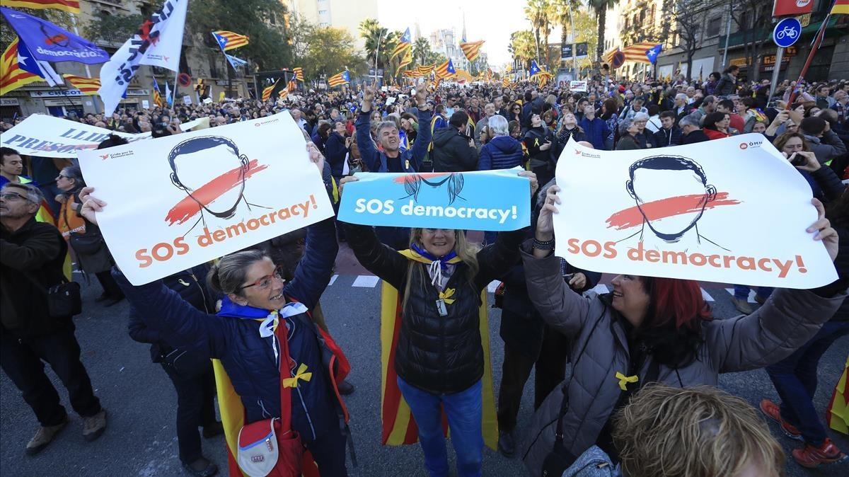 Manifestación independentista en la calle Marina.