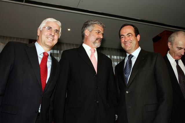 Manuel Marín, en el centro, junto a los expresidentes de Castilla-La ManchaJosé Bono (derecha) y José Manuel Barreda, en una imagen del 2005.