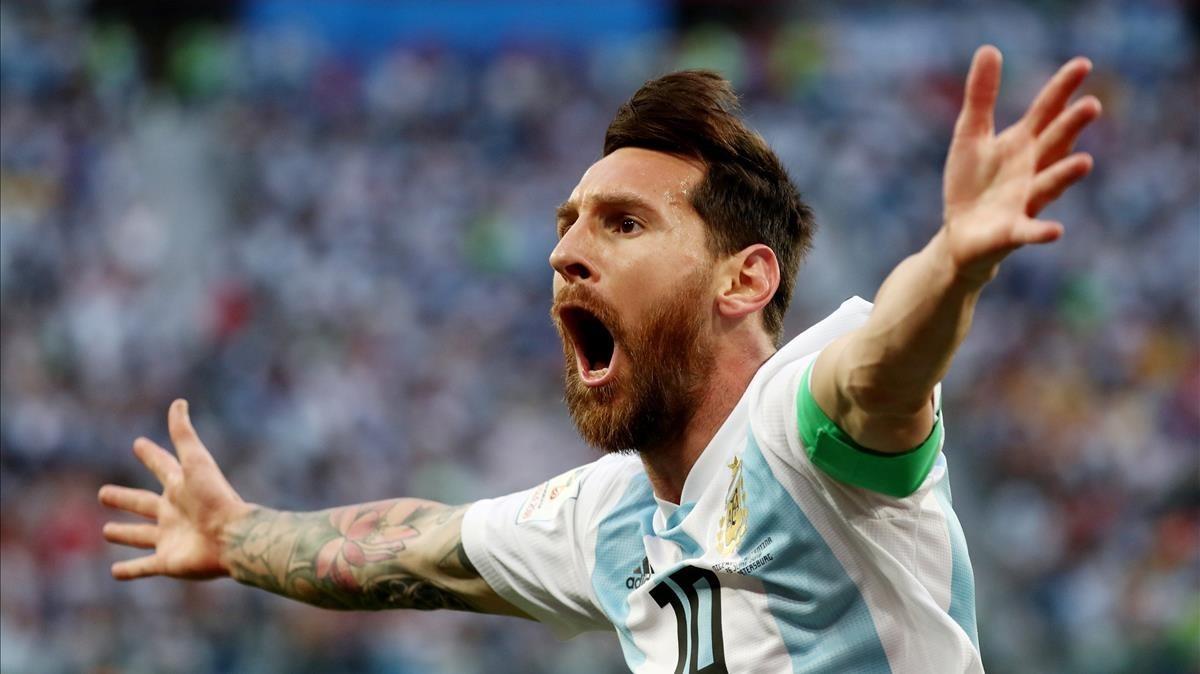 Messi festeja su gol a Nigeria en San Petesburgo.