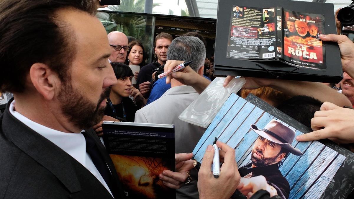 Nicolas Cage firma autógrafos a su llegada a Sitges