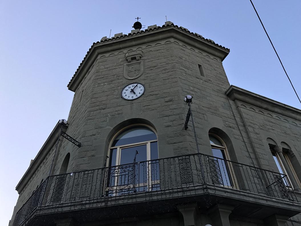 La façana de lAjuntament de Parets.