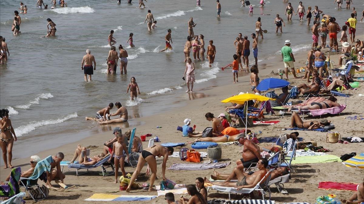 Bañistas, en una playa.