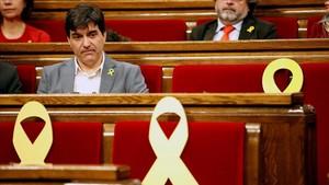 El portavoz de ERC, Sergi Sabrià, en su escaño del Parlament