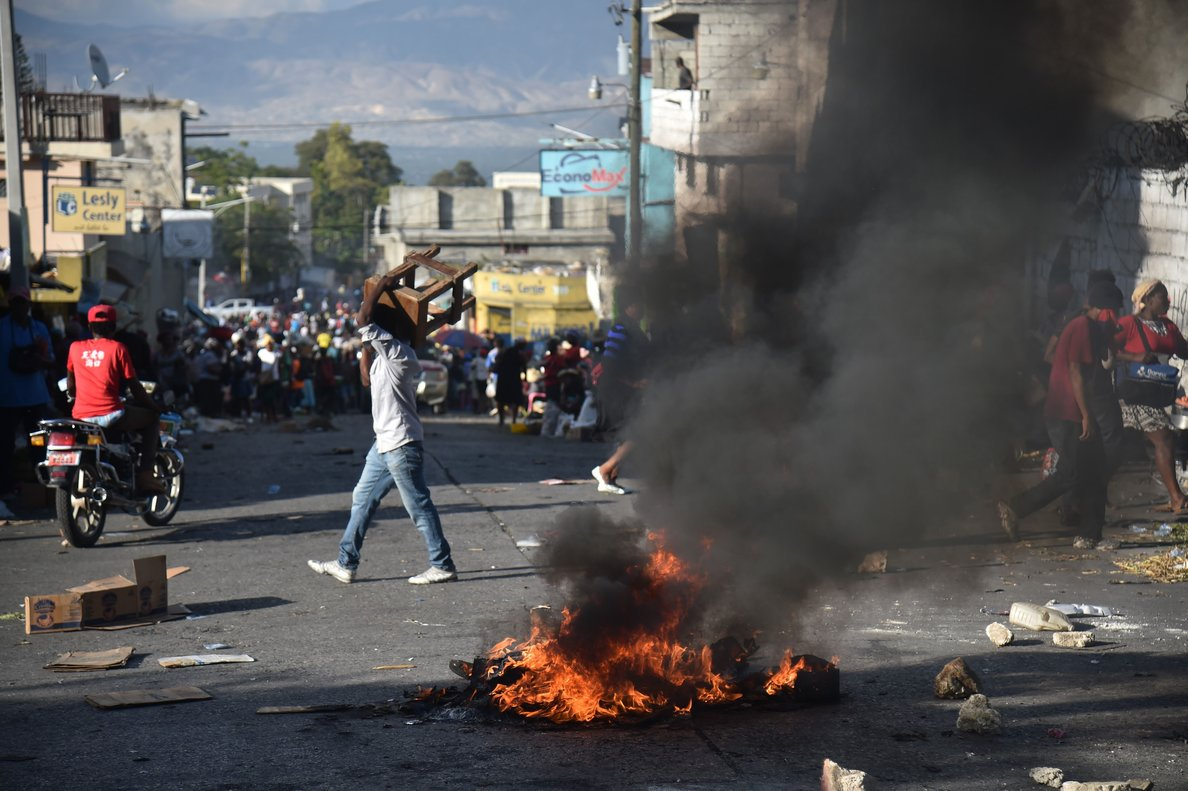 Demonstrators burn tires during a protest in Port-au-Prince on February 9 2019 - Demonstrators are demanding the resignation of Haitian President Jovenel Moise and protesting the Petrocaribe fund which for years Venezuela supplied Haiti and other Caribbean and Central American countries with oil at cut-rate prices and on easy credit terms But investigations by the Haitian Senate in 2016 and 2017 concluded that nearly 2 billion from the program was misused Photo by HECTOR RETAMAL AFP
