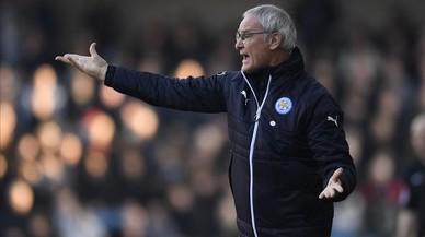Ni a Ranieri se le abre el paracaídas