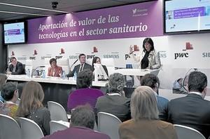 Rosa García, presidenta de Siemens España, durante su intervención, ayer, en Madrid.