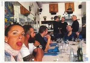 Rosa Peral, en una comida con compañeros, al lado de Albert López.