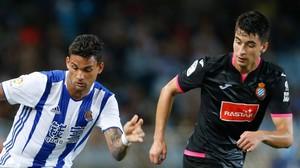 Marc Roca (derecha), junto Willian José, en el partido del Espanyol contra la Real Sociedad.