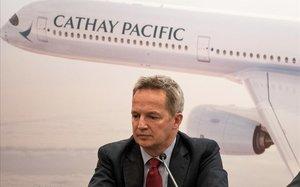 Rupert Hogg, consejero delegado de Cathay Pacific, durante la rueda de prensa en la que anunció su dimisión.
