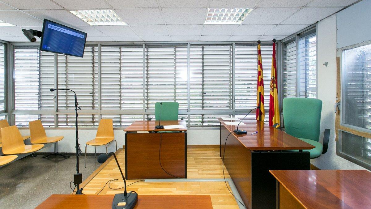 Sala de vistas habilitada para que se celebren juicios telemáticos.