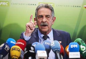 El secretario general del PRC, Miguel Ángel Revilla, este jueves en rueda de prensa.