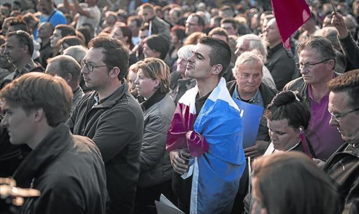 Seguidores de Le Pen, el pasado jueves,en un mitin en Ennemain (Picardía).