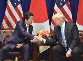 Japanese Prime Minister Shinzo Abe  L  meets with US President Donald Trump  September 26  2018 on the sidelines of the United Nations General Assembly  UNGA  in New York   Photo by Nicholas Kamm   AFP