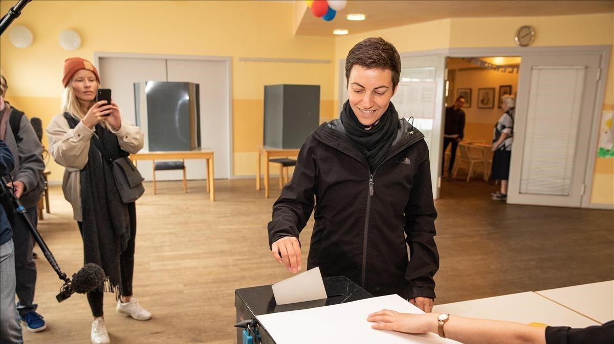 La líder de los Verdes alemanes,Ska Keller, en el momento de votar en Berlín.