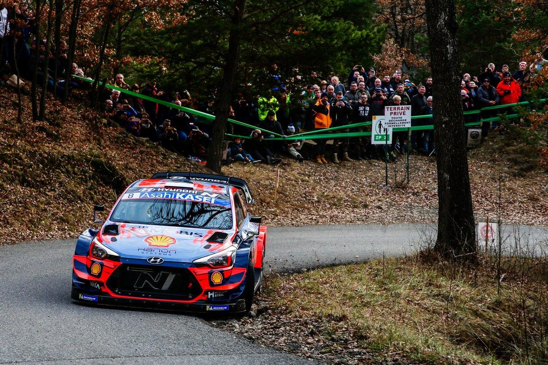 El Hyundai de Tanak, en el rally de Montecarlo.