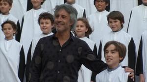 Sergio Dalma interpreta 'Em dónes força', junto a la Escolania de Montserrat y la Capella de Música.