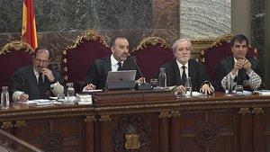 El tribunal que juzga a los líderes y políticos independentistas, durante una sesión del juicio.