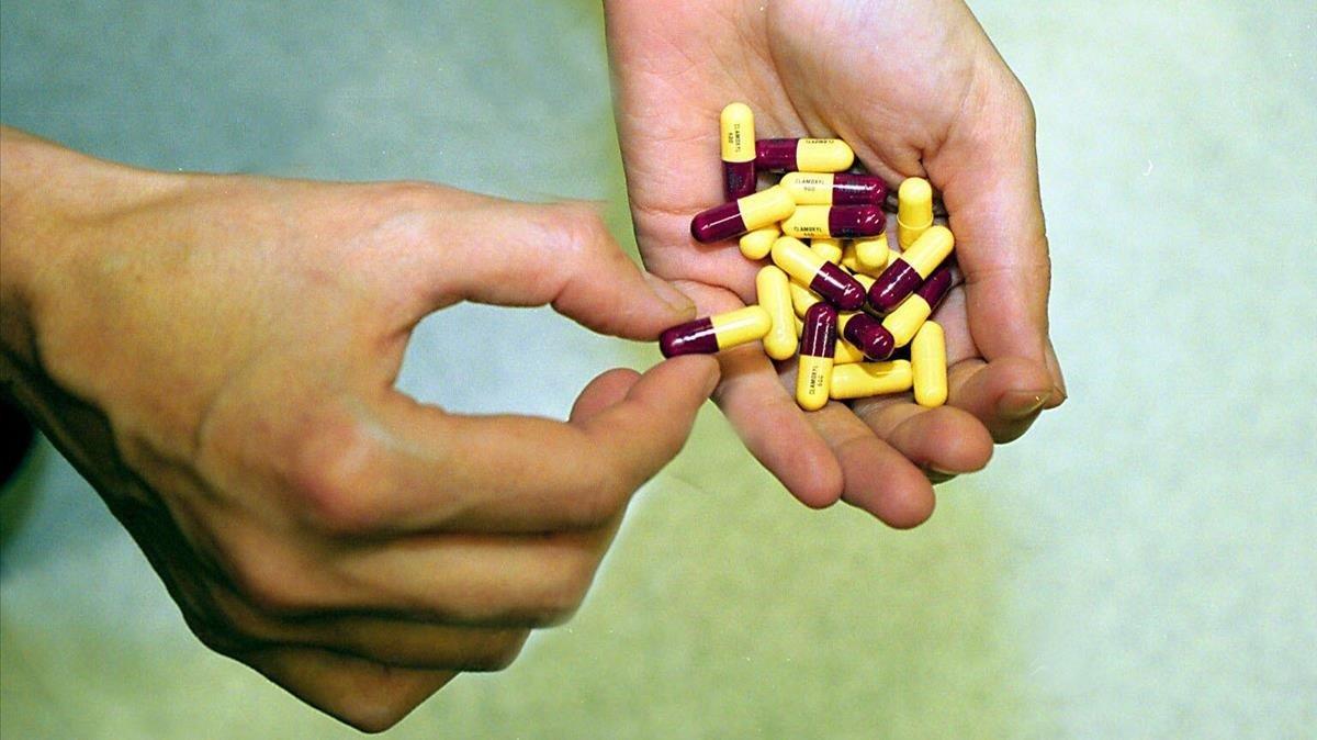 Cápsulas de amoxicilina y de clamoxil.