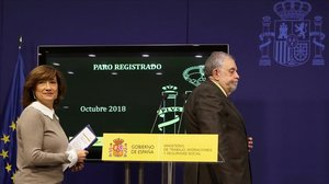 La secretaria de Estado de Empleo,Yolanda Valdeolivas,y el secretario de Estado de Seguridad Social,Octavio Granado, antes del inicio de la rueda de prensa este lunes.